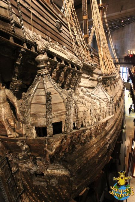 View down the starboard flank of the Vasa